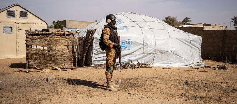Un militaire dans le nord du Burkina Faso le 3 février 2020 (illustration).