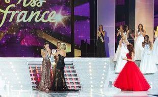 Marine Lorphelin, Miss Bourgogne, devient Miss France 2013 le 8 décembre 2012.