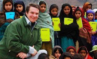 L'écrivain et philanthrope américain Greg Mortenson, nommé pour le Nobel de la paix pour son travail en Afghanistan et au Pakistan, a été sommé de rembourser un million de dollars à la fondation qu'il a créée, suite à une série de manquements graves dans sa gestion
