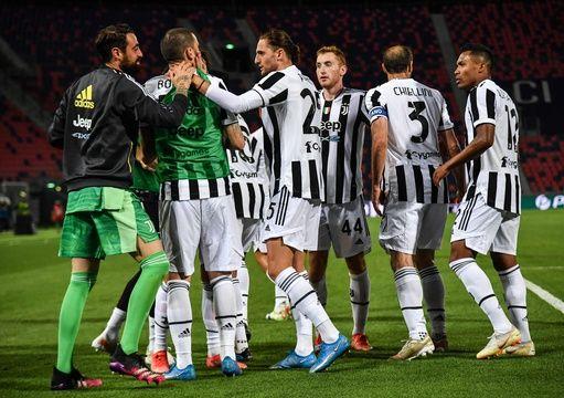 Adrien Rabiot (au centre) et la Juventus Turin ont arraché leur billet pour la Ligue des champions en s'imposant dimanche à Bologne.