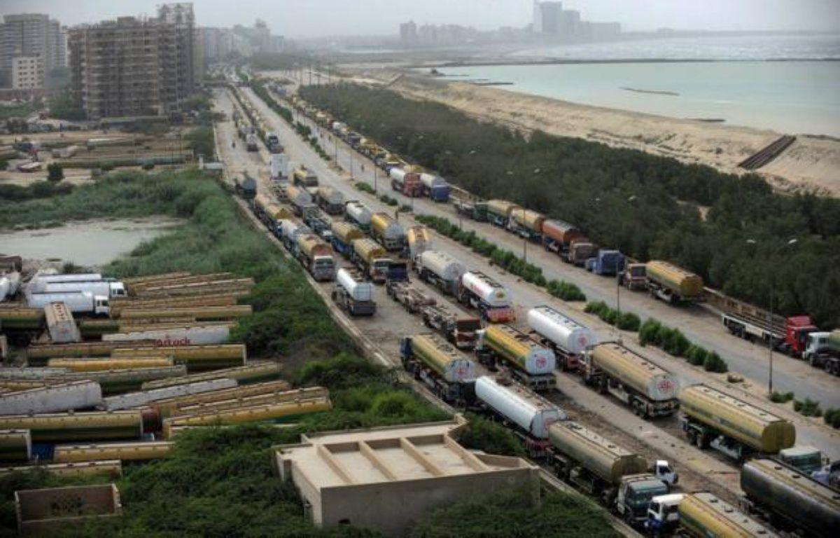 Des camions de ravitaillement de l'Otan sont entrés jeudi en Afghanistan depuis le Pakistan pour la première fois après sept mois de blocage engendré par une crise diplomatique entre Islamabad et Washington, ont annoncé des responsables pakistanais à la frontière. – Rizwan Tabassum afp.com