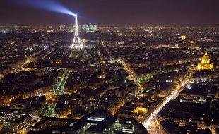 Paris, ici vue du ciel en décembre 2012, est la ville la moins chère du monde pour les jeunes, selon une étude.