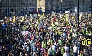 Plusieurs milliers de manifestants ce samedi pour l'acte XX des gilets jaunes à Bordeaux. //AMEZUGO_10040/1903302235/Credit:UGO AMEZ/SIPA/1903302238