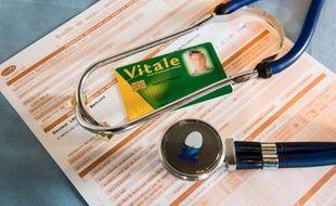La généralisation de la dispense d'avance de frais lors d'une consultation, prévue par la loi santé, cristallise l'hostilité des médecins, qui estiment que le dispositif va accroître leur charge administrative