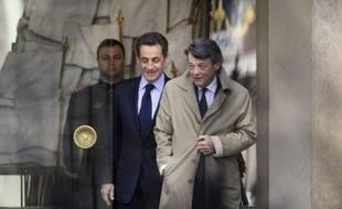 Alors? Seules les ambitions frustrées de Jean-Louis Borloo (centriste) à Matignon où François Fillon (ex-RPR) lui a été préféré expliquent-elles le retour de la guerre des droites?