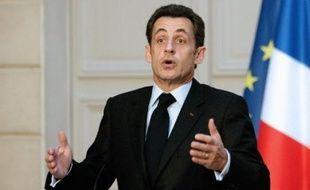 Le gouvernement a annoncé lundi 7,8 milliards d'euros d'aides pour sortir l'automobile de la crise, dont 6 mds de prêts à taux préférentiels pour Renault et PSA Peugeot Citroën, en contrepartie d'engagements sur le maintien de la production en France.