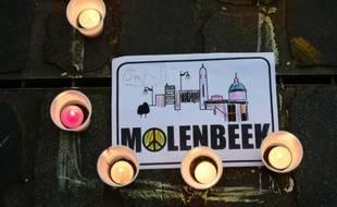 Des bougies en hommage aux victimes des attentats de Paris, lors d'une cérémonie le 18 novembre 2015 à Molenbeek