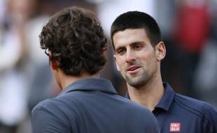 Novak Djokovic et Rafael Nadal ont rendez-vous lors d'une finale de Roland-Garros chargée d'histoire après avoir séché Roger Federer et David Ferrer en trois sets secs lors d'une journée humide vendredi.