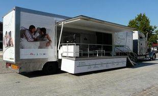 """Le camion """"Vivre son couple"""" sillonnera la France jusqu'au 2 octobre 2010 dans sept villes au total"""