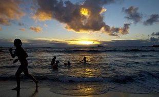 """Pourquoi la température du globe semble-t-elle se stabiliser depuis 15 ans malgré des émissions record de gaz à effet de serre ? Cette """"pause"""", qui ne remet pas en cause le réchauffement global à long terme, pourrait être liée à un refroidissement du Pacifique tropical, selon une étude parue mercredi."""