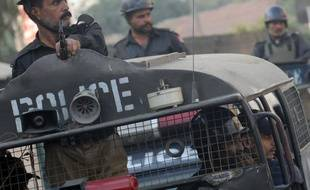 Deux travailleurs humanitaires, un Italien et un Allemand, ont été enlevés jeudi dans le centre du Pakistan, a-t-on appris vendredi de sources concordantes.