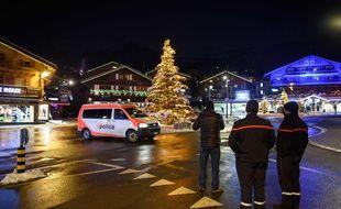 Illustration de policiers en Suisse.