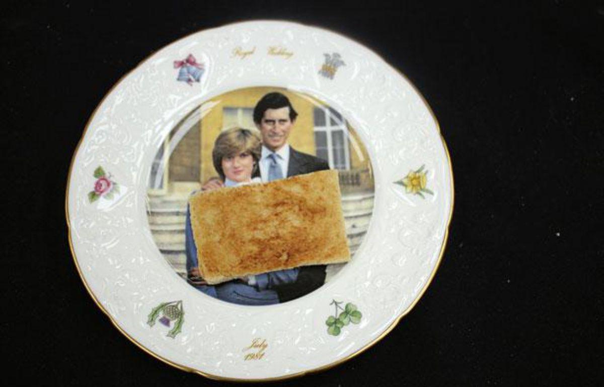 La tartine du Prince Charles vendue aux enchères à Etwall, dans le Derbyshire, le 19 juillet 2012. – REUTERS/Hanson's Auctioneers/handout