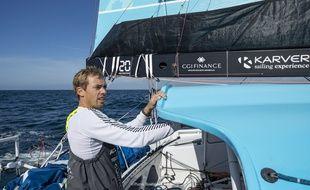 Thomas Ruyant à la barre de son bateau, dernière génération.