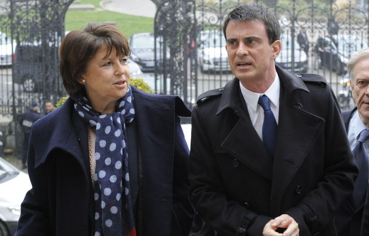 Les socialistes Martine Aubry et Manuel Valls, le 18 mars 2015 à Lille. – Sarah ALCALAY/SIPA