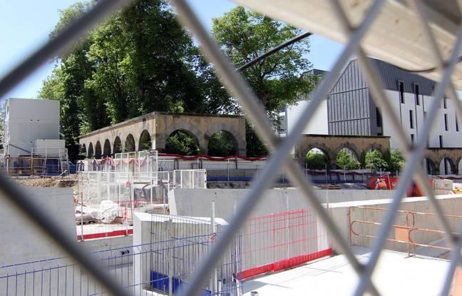Les arches le long du boulevard Emmanuel-Mounier. Ici au milieu du chantier de la station de métro au Gros-Chêne, à Rennes.