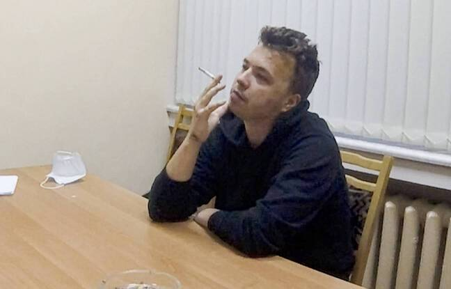 648x415 photo publiee chaine mercredi 2 juin 2021 journaliste dissident raman pratasevich fume cigarette exprimant video centre detention minsk bielorussie