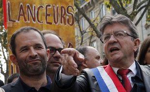 Benoît Hamon et Jean-Luc Mélenchon, lors d'une manifestation à Paris le 23 septembre 2017..