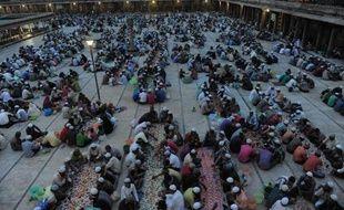 Des musulmans indiens prient à l'occasion de la fin du ramadan, le 8 août 2013 à Ahmedabad