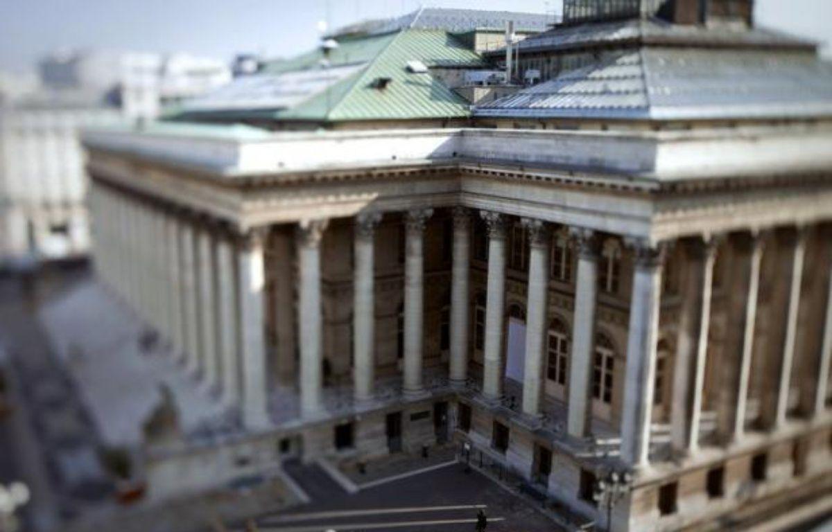 La Bourse de Paris, rassurée par le soutien de la BCE à la zone euro, compte sur un feu vert de la Cour constitutionnelle allemande au futur fonds de secours européen et des mesures de relance de la Réserve fédérale américaine pour tenir le cap la semaine prochaine. – Joel Saget afp.com