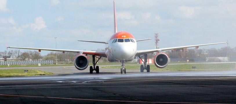 Illustration d'un avion d'EasyJet ici à l'aéroport de Rennes.