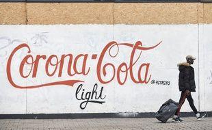 """Un graffiti """"Corona-Cola"""" dans les rues de Nantes."""