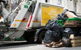 Les deux syndicalistes souhaitaient aller renverser le contenu de leur camion-poubelle devant le siège de LREM. (illustration)