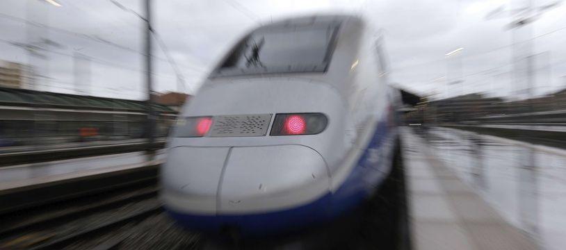 Un TGV à la gare de Saint-Charles