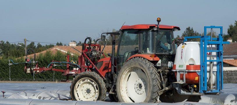 Épandage de pesticides dans un champ en Loire-Atlantique (illustration).
