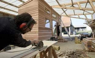 """Une """"Tiny House"""" en construction le 15 mars 2016 à Poilley dans le nord de la France"""
