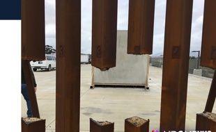 Ce prototype de barrière en acier ne résiste pas à une scie.