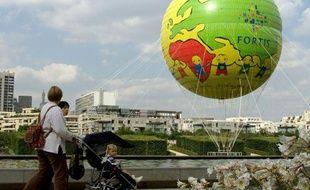Un ballon d'hélium dans le parc André Citroën, à Paris.