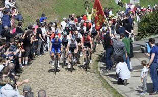Des concurrents du 116e Paris-Roubaix