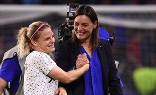 Corinne Diacre et Eugénie Le Sommer, après la difficile victoire sur le Brésil.