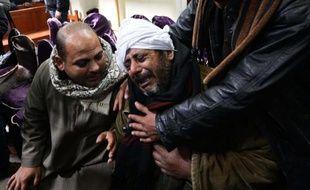 Des proches des Egyptiens coptes décapités par le groupe EI expriment leur douleur après l'annonce de la nouvelle, le 16 février 2015 dans le village de Al-Awar