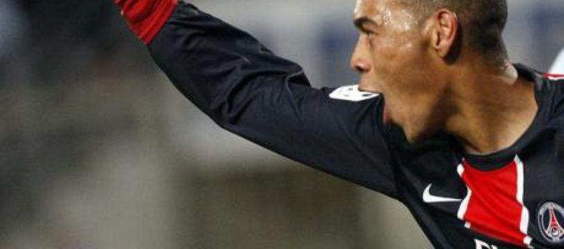 Guillaume Hoarau du PSG après avoir marqué face à l'olympique de Marseille, au stade Vélodrome, le 26 octobre 2008.