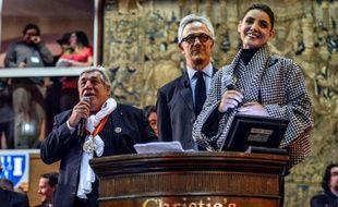 La pièce de charité, 456 litres d'un Meursault-Genevrières 1er cru, vendu au profit d'associations, a été adjugée à 131.000 euros dimanche lors de la 153e vente aux enchères des Hospices de Beaune.