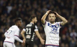 Mathieu Valbuena s'est blessé samedi face à Angers. Il pourrait également manquer le périlleux déplacement au Parc des Princes dimanche.