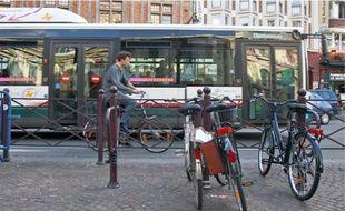 Le prochain plan de déplacement urbain de Lille Métropole prévoit d'augmenter la circulation à vélo et en transports en commun.