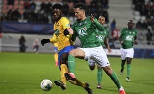 Ici au duel avec le Stéphanois William Saliba en février, Jean-Philippe Krasso a su se faire repérer grâce à de belles performances dans l'aventure d'Epinal en Coupe de France cette saison.