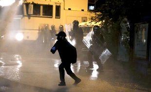 Des jeunes irlandais ont affronté les forces de l'ordre jeudi soir à Belfast.