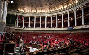 Illustration de l'hémicycle à l'Assemblée nationale.