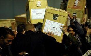 Les principaux partis islamistes ont confirmé leur domination en remportant plus de 65% des voix lors de la deuxième phase des élections législatives organisée entre le 14 et le 22 décembre, a annoncé samedi la commission électorale.