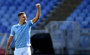 Le joueur de la Lazio Rome Sergej Milinkovic-Savic célèbre son but inscrit face au Genoa le 29 septembre 2019.