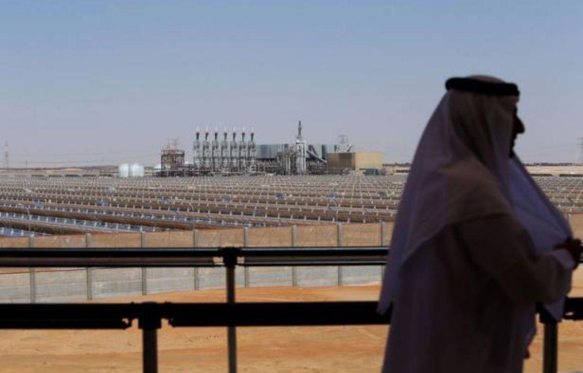 Les Emirats arabes unis, riche pays pétrolier du Golfe, sont entrés dimanche de plain-pied dans le secteur de l'énergie solaire avec le démarrage de Shams-1, la plus grande centrale à concentration mise en service au monde. – Marwan Naamani AFP