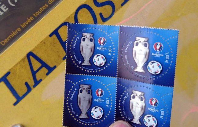 Photo illustration du nouveau timbres de la poste pour l'Euro 2016 en France. A Bourgoin Jallieu, le 7 juin 2016.
