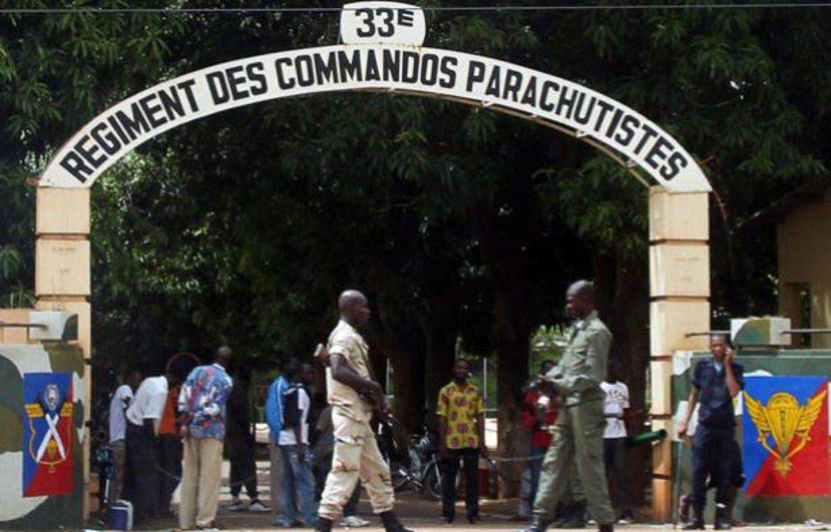 L'entrée du camp des parachutistes du 33e régiment au Camp Djicoroni, le 2 mai 2012. – H. KOUYATE / AFP