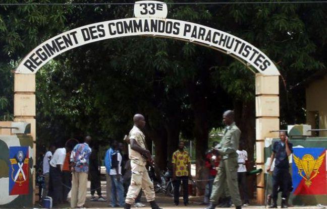 L'entrée du camp des parachutistes du 33e régiment au Camp Djicoroni, le 2 mai 2012.
