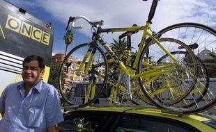 L'ancien directeur sportif de l'équipe Once, Manolo Saiz, le 21 septembre 1999 lors du Tour d'Espagne.