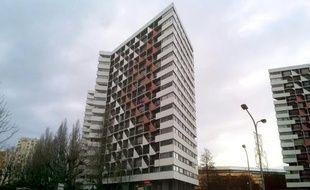 Photo prise le 12 janvier 2016 de l'immeuble de Créteil où se trouve le domicile d'un conseiller municipal retrouvé mort asphyxié